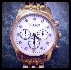 🎗️🐾NWOT Studio Time Gold wrist watch for ladies